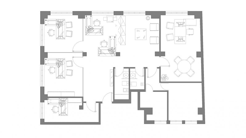 Los colores Blanco y Negro son ahora más que nunca el marco arquitectonico propicio para desarrollar espacios de trabajo neutros donde el mobiliario y los accesorios propios del uso, dotan al conjunto de la caracterización corpotativa deseada.